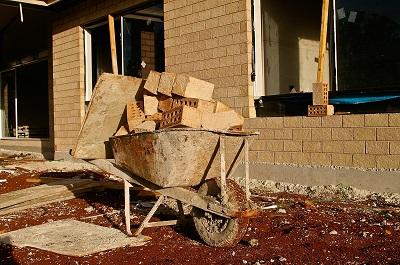 budowa domu samodzielnie czy przez dewelopera